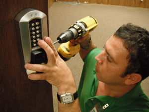 Hawaii Kai Locksmith in a High-Tech Mobile Workshop
